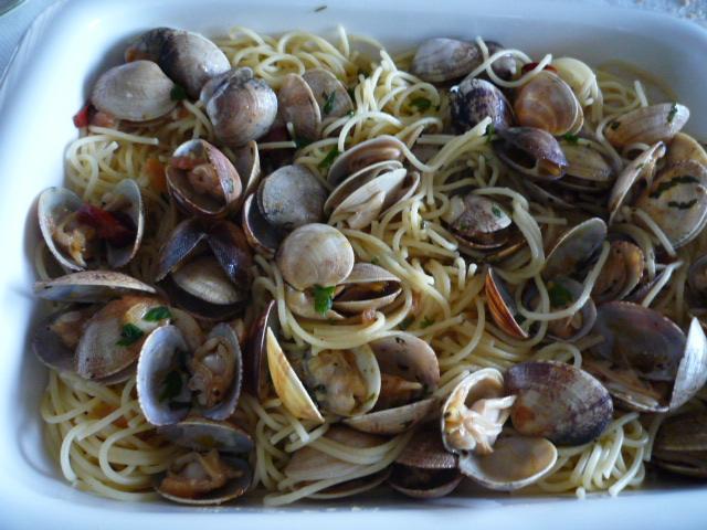 Espaguetis con almejas rosc n de reyes - Espaguetis con almejas ...