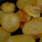 freir las patatas y la cebolla